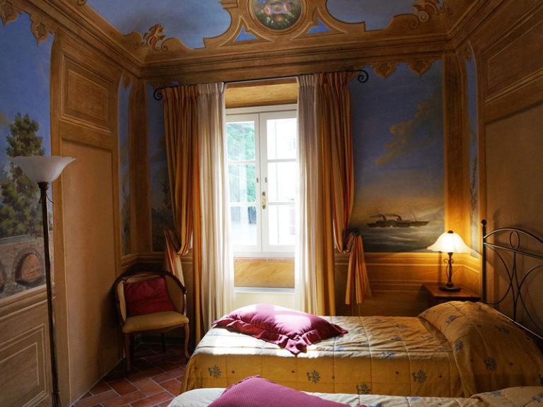 Camera affrescata nella villa patronale