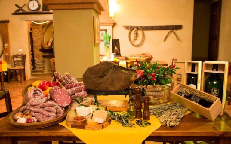 Prodotti tipici toscani serviti al ristorante della casa vacanze