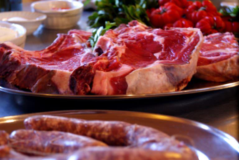 Bistecca fiorentina e salsiccia fresca toscana