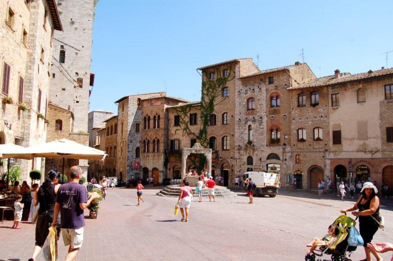 Piazza centrale a San Gimignano