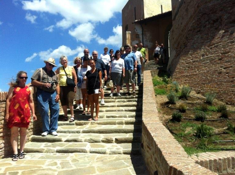 Accesso al Castello di Lari