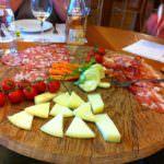 Degustare vini e salumi in Toscana