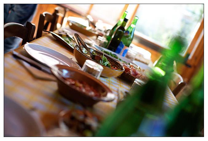 Degustazione di prodotti biologici in fattoria toscana