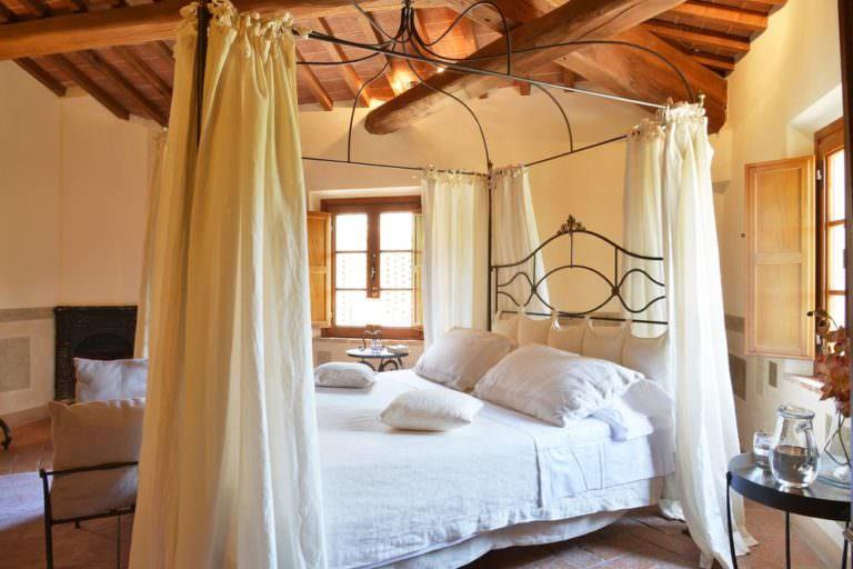 Bellissima villa con camere con letti a baldacchino
