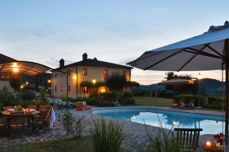 Cascinale con piscina vicino Volterra